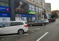 AB DOAS - parkovanie pred budovou (1)