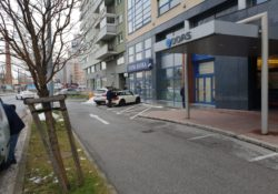 AB DOAS - parkovanie pred budovou (2)
