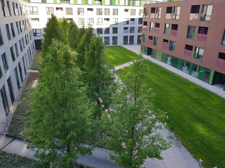 Verejné priestory a zeleň pri administratívach